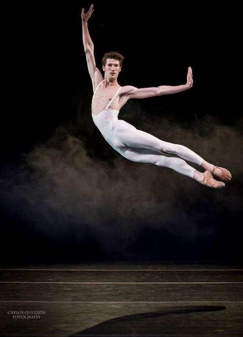 Benjamin R. A. Poirier  Compañía Nacional de Danza - España  Fotografía Carlos Quezada